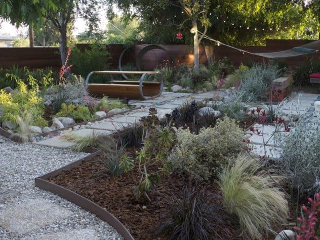 Grey water garden with rain water capture system - 10 tips for water-conscious garden design