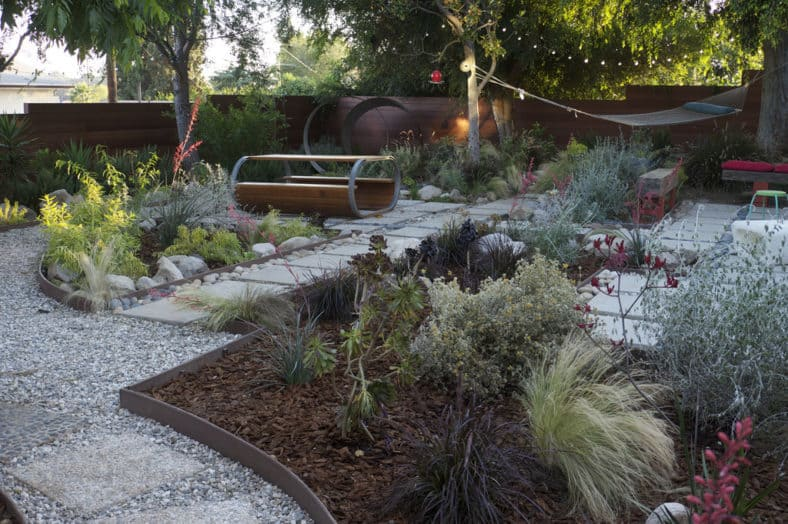 Grey water garden with rain water capture system - 10 tips for water-conscious garden design