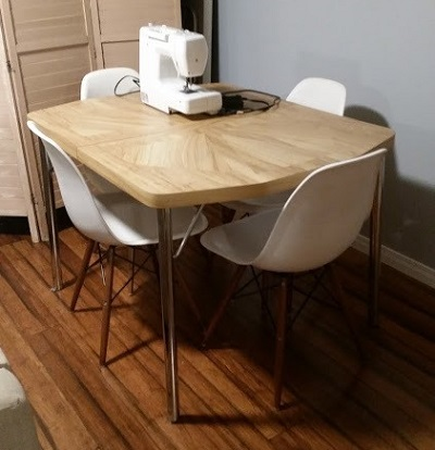 Group of modern chairs around small table - Collaborative consumption
