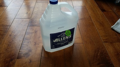 Bottle of vinegar - Green cleaning at home