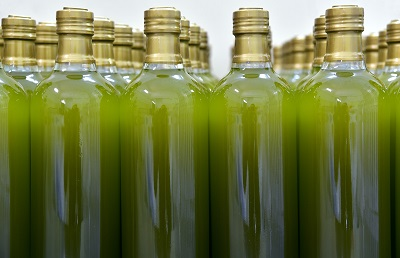 Bottles of olive oil - Green cleaning at home