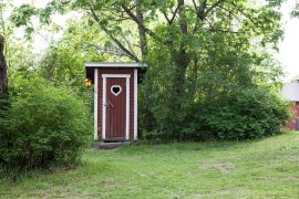 Cute outdoor composting toilet. Photo via pxhere.