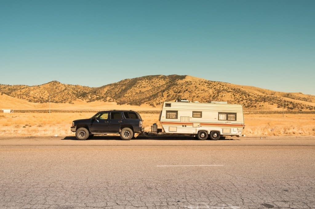 SUV pulling trailer. Photo from Benjamin Zanatta via Unsplash.