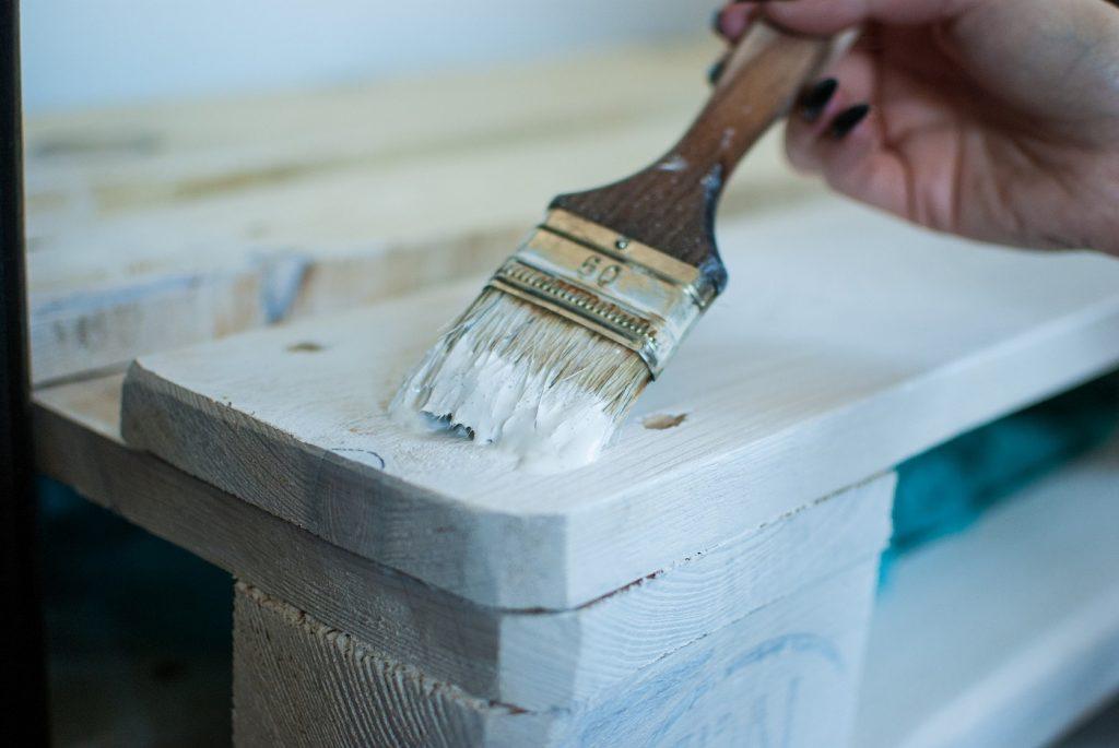 Painting wood via Pixabay