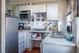 Home kitchen with white appliances. Image from Pixabay.